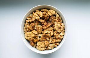Peeled Walnut Quarters